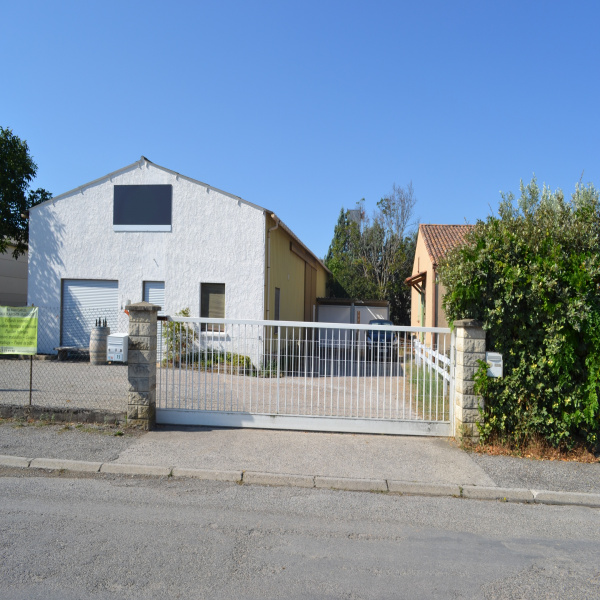 Vente Immobilier Professionnel Local commercial Oraison 04700